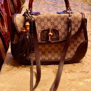 Gorgeous Gucci handbag with handle and two straps